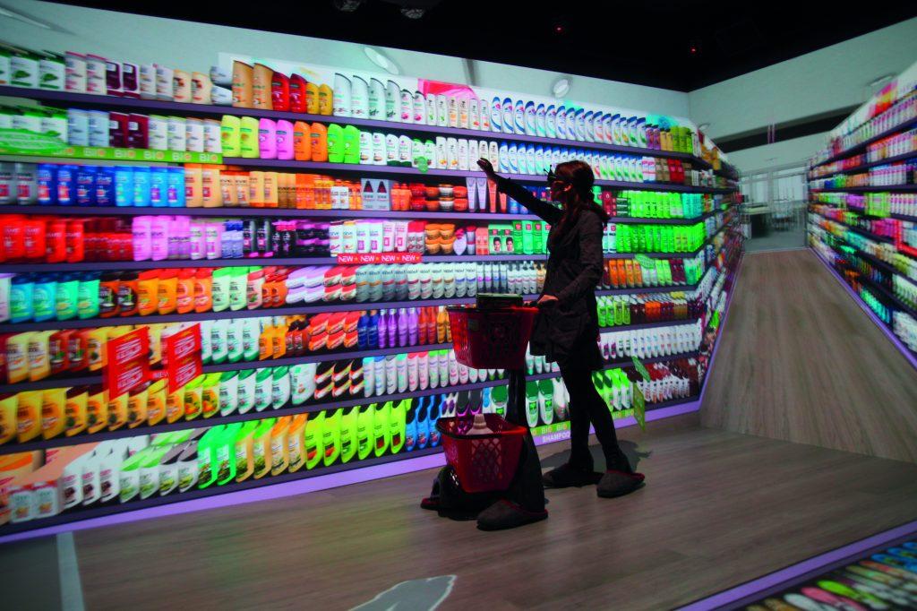 Shopping 4.0: In der virtuellen Realität testen, spart Kosten.
